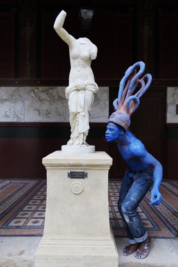 Sans titre 2018 - Bénin - bois - vue d'essai chorégraphique aux Beaux-Arts de Paris