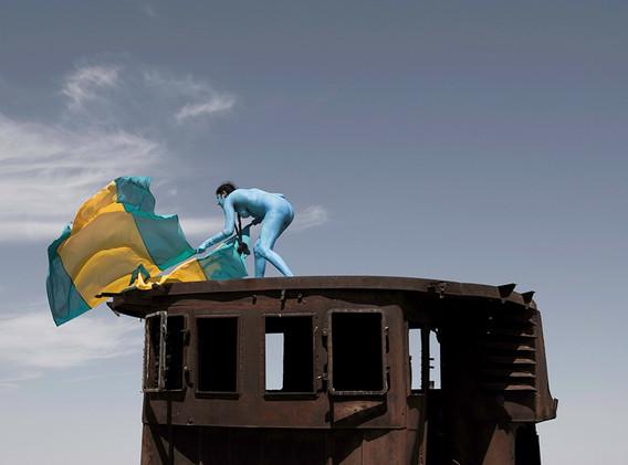 Aral Revival #02 - Kazakhstan 2013 - Photography of performance diptych C-print - 2x (95,5cm x 95,5cm) - Edition of 5 + 2EA