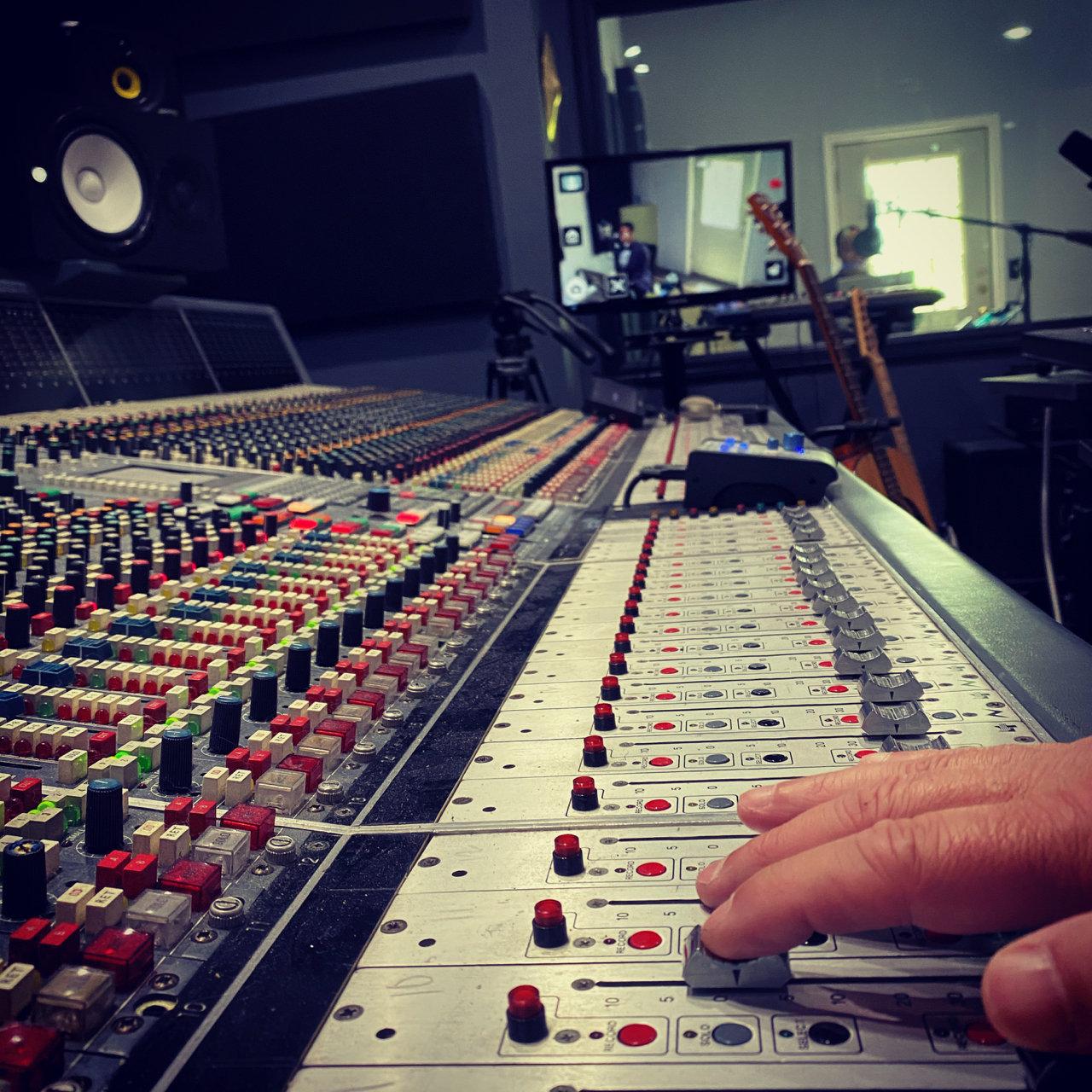 1 hour of studio time