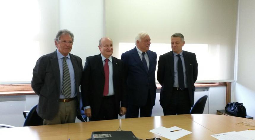 Firma del'accordo fra uavitalia, piaggio aeropace e bcube
