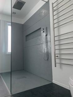 Base de douche et mur en bétopoxy