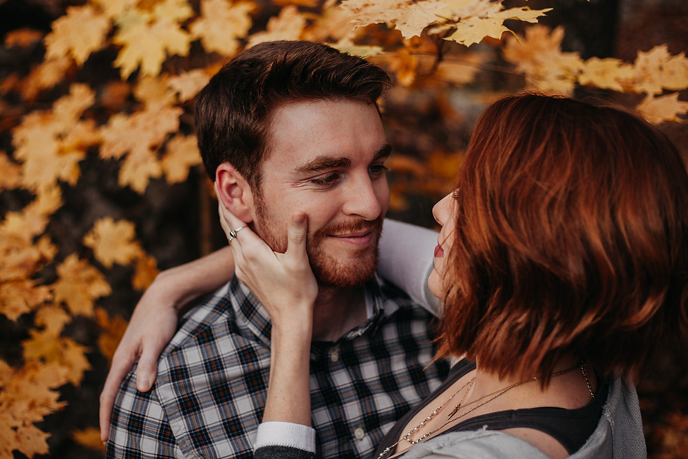 Engagement photo shoot in the fall