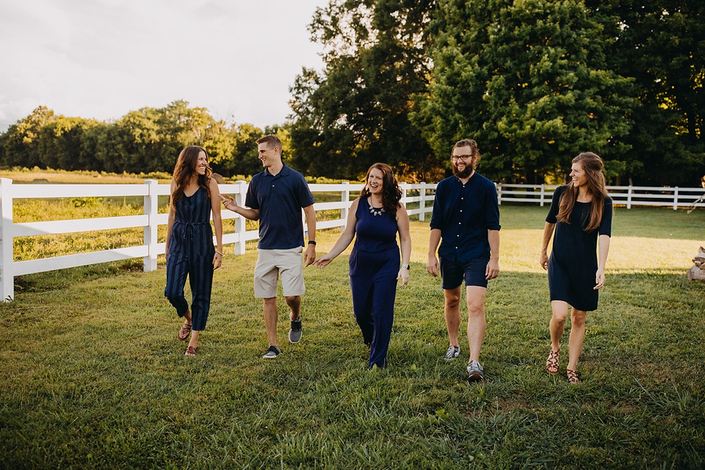 Extended family session of siblings in Knoxville and Gatlinburg, Tennessee