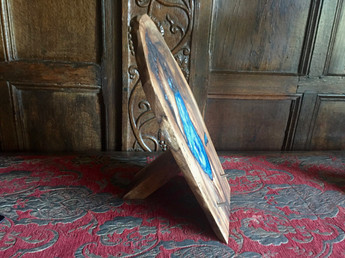 Sea blue resin table stand