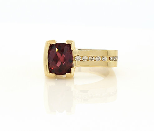 14k YG Garnet Ring with Diamond Accents
