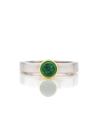 Two-tone Emerald Cabachon Ring