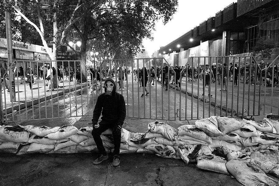 manifestante descansando b7n  baja.jpg