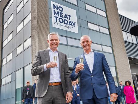 Vleesproducent Van Loon Group opent nieuwe fabriek voor vleesvervangers