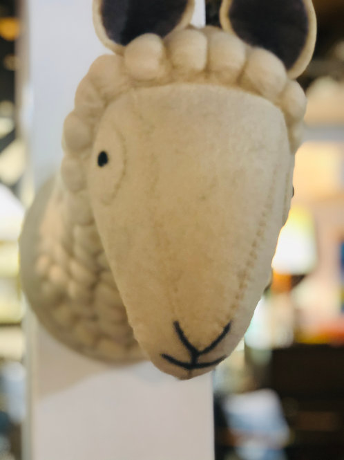 Adorable lambs head for baby's room!