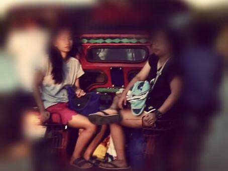 Isang gabi... sumakay siya ng jeep