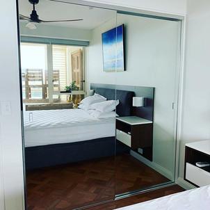 Frameless mirror robe doors #skeletongla