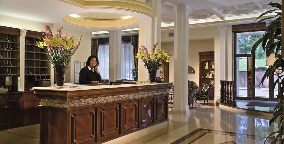 reception-hotel-meggiorato.jpg