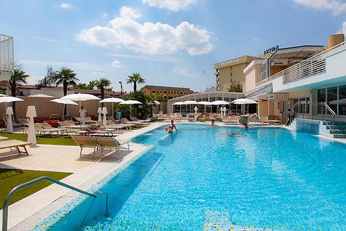 Piscina Esterna - Hotel Meggiorato.jpg