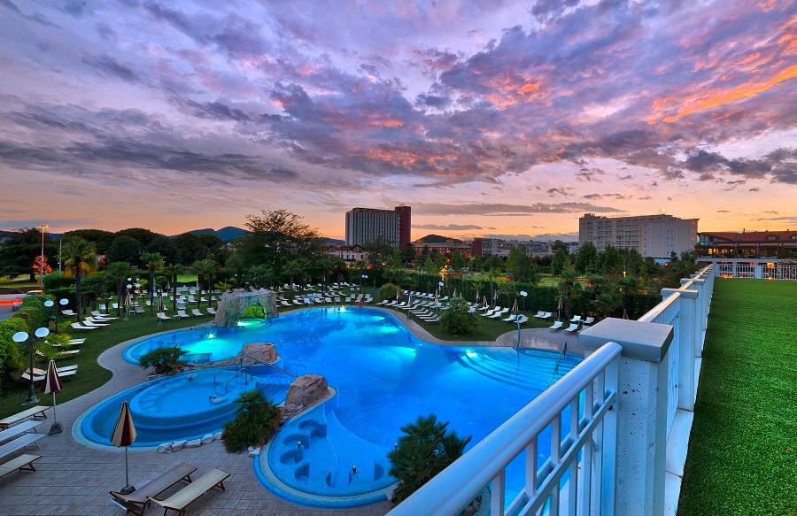 Panorama Esterno Piscina - Hotel All'Alb