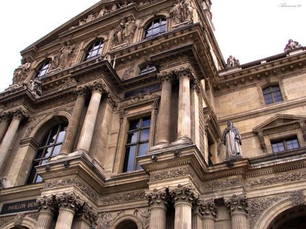 De Louvre Architecture_ Middle Exterior