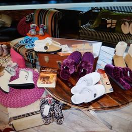 La marca de calzados DEARFOAMS presento su colección Invierno 2017-2018.
