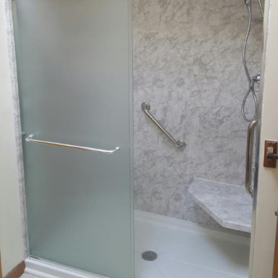 Installed Shower Seat e/ Safety Bar
