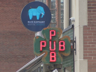 City's bars need later closing time, music industry tells councillors - CBC News