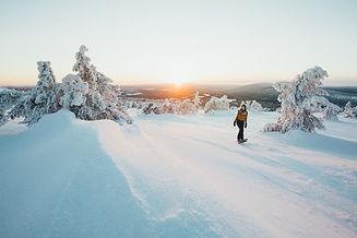 Finland_Lapland_winter_Sunset snowshoein