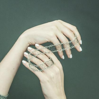 Finvillage_hands_photographer_Verna_Kovanen