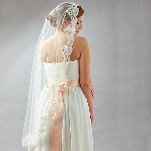 alencon lace edged veil, fingertip