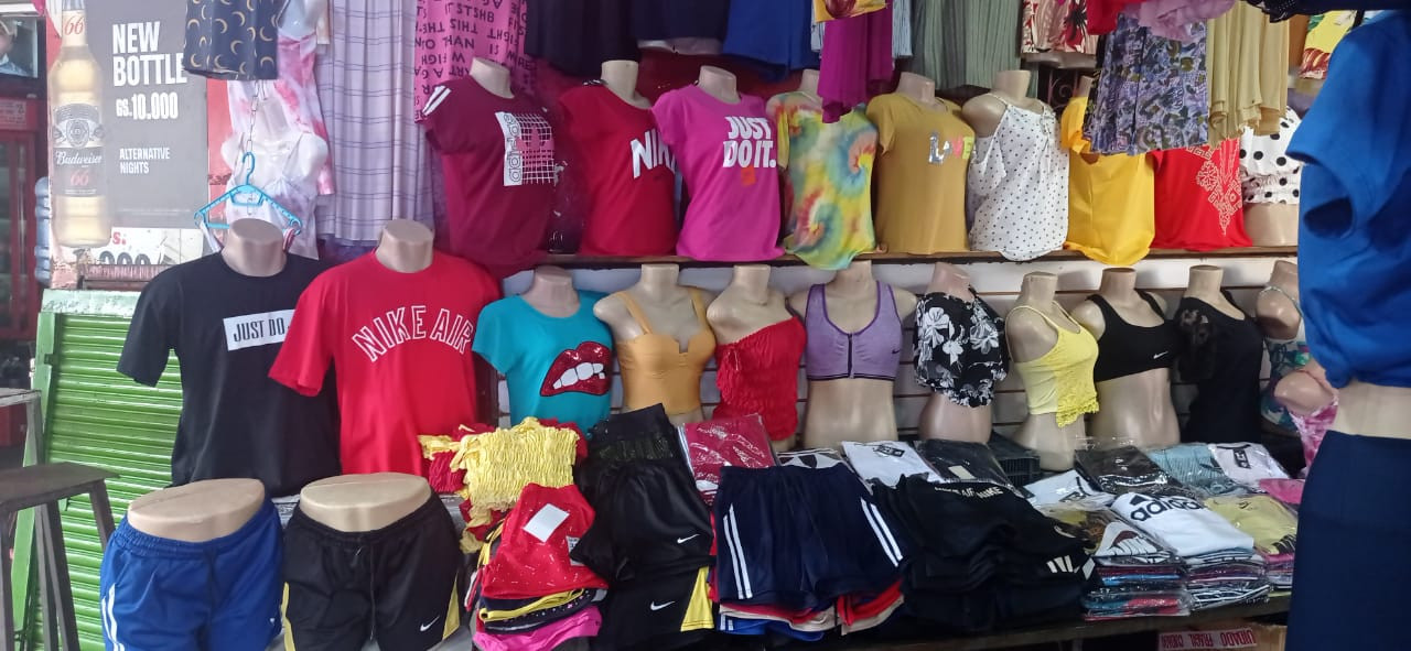 Tienda de ropa mercado 4