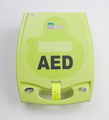 PLUS_DV_FR_AED_HR.jpg