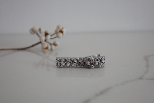 小花のヘアクリップ gray