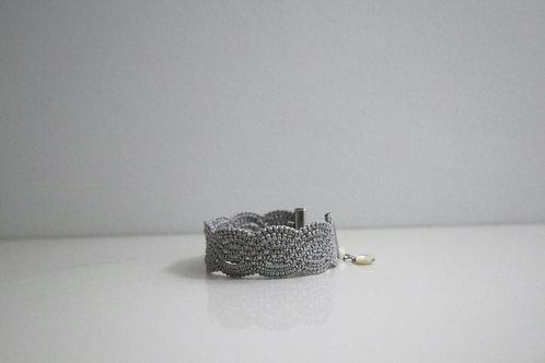 2cm幅のレースのブレスレット gray