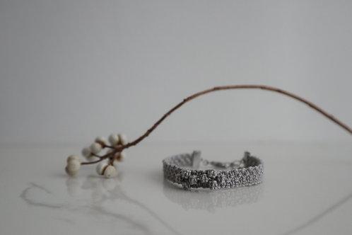 小花のブレスレット gray