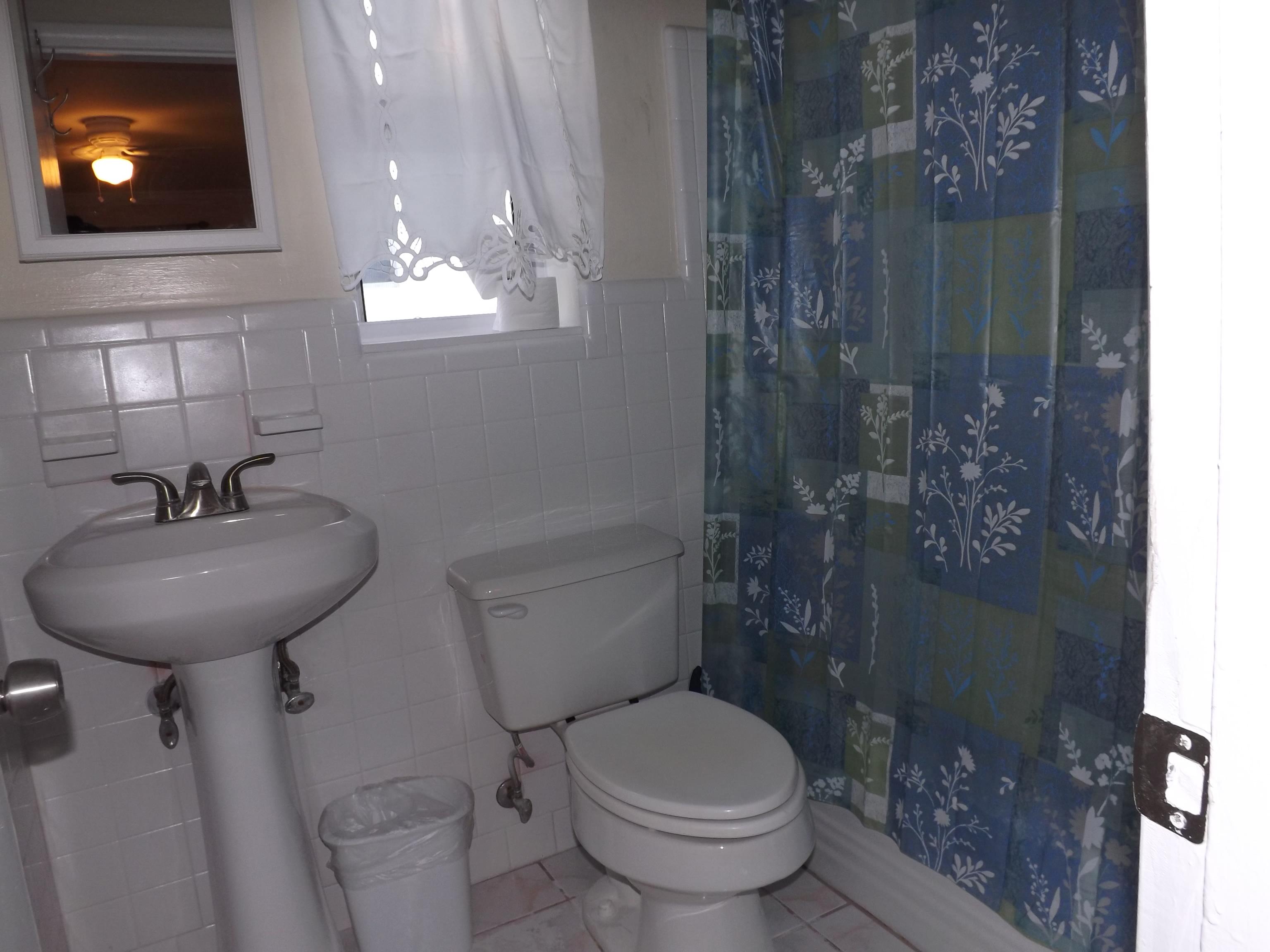 One-bedroom suite full bathroom