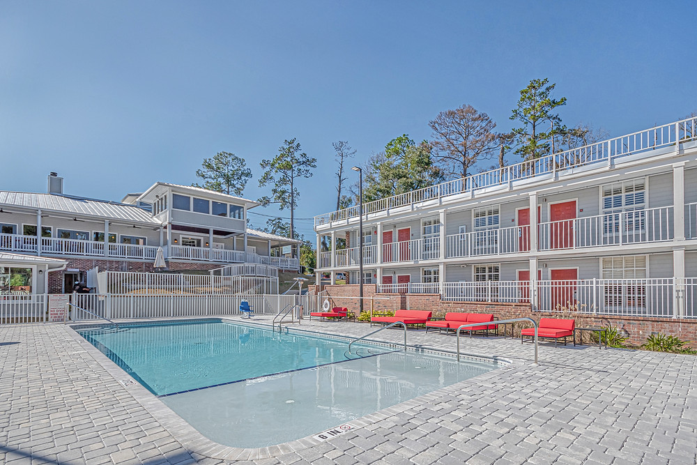 Hotel with Heated Pool in Tallahassee, FL