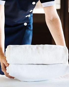 adult-bath-towels-bed-1437861.jpg