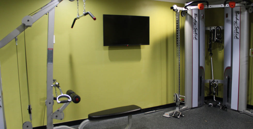 Gym - TV _ Strength Machines.JPG