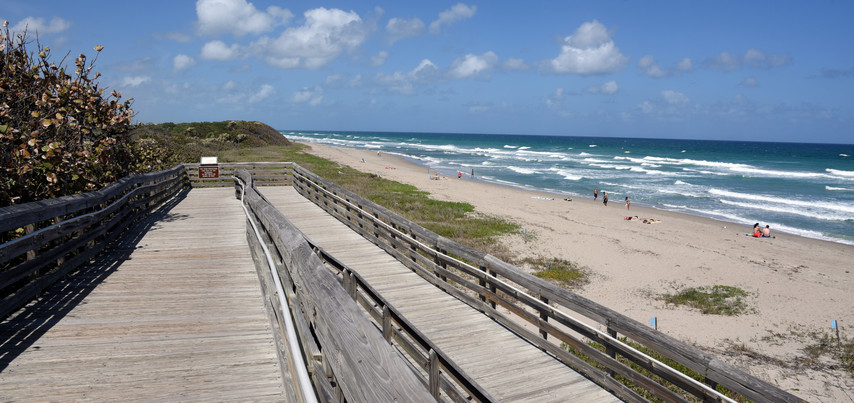 Stay Close to The Beaches of Lake Worth