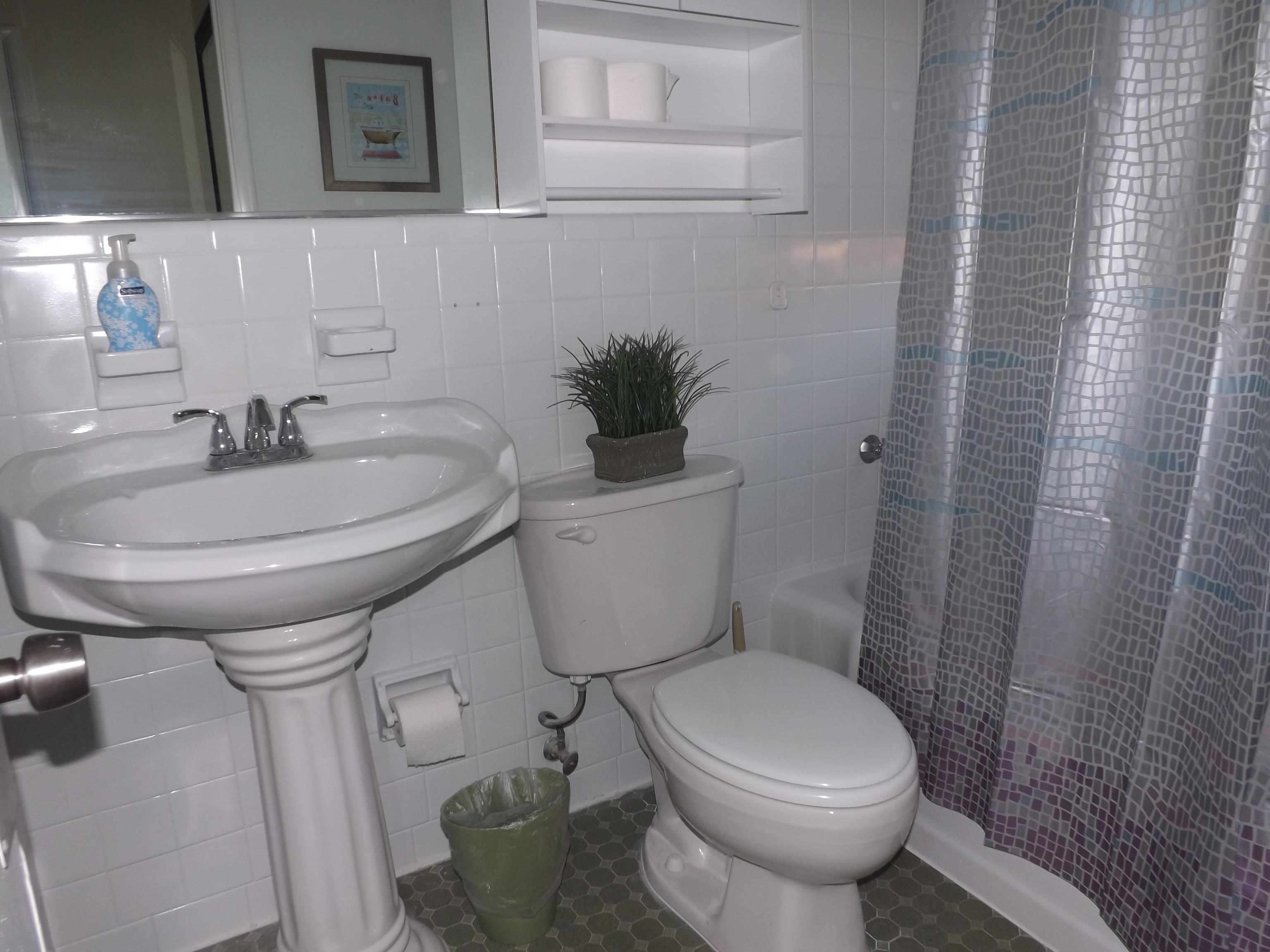 One-bedroom suite private bathroom