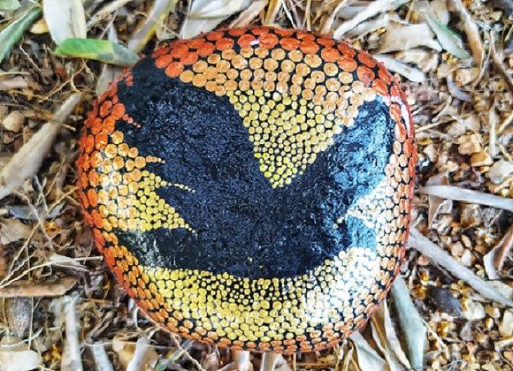 אבן כח מנוקדת -עם חיית טוטם - ציפור