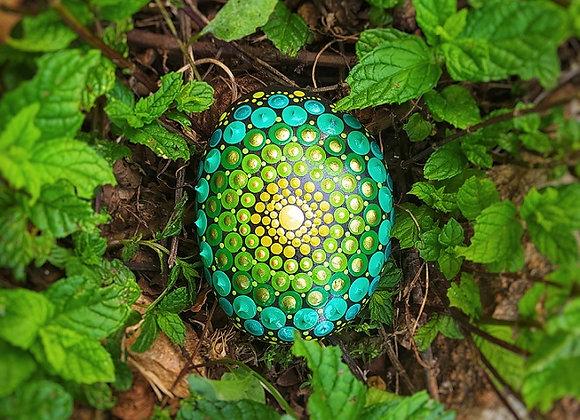 אבן מנדלה מנוקדת בגווני ירוק