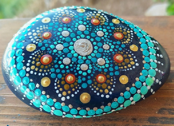מנדלה מנוקדת על אבן -כחול וזהב