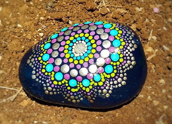 אבן מנוקדת - סגול ומתכת