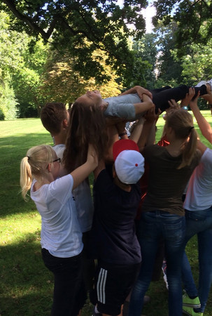 2 Kooperation5 Spielraum Erlebnispaedagogik Jugendherberge Bad Oldesloe.jpg