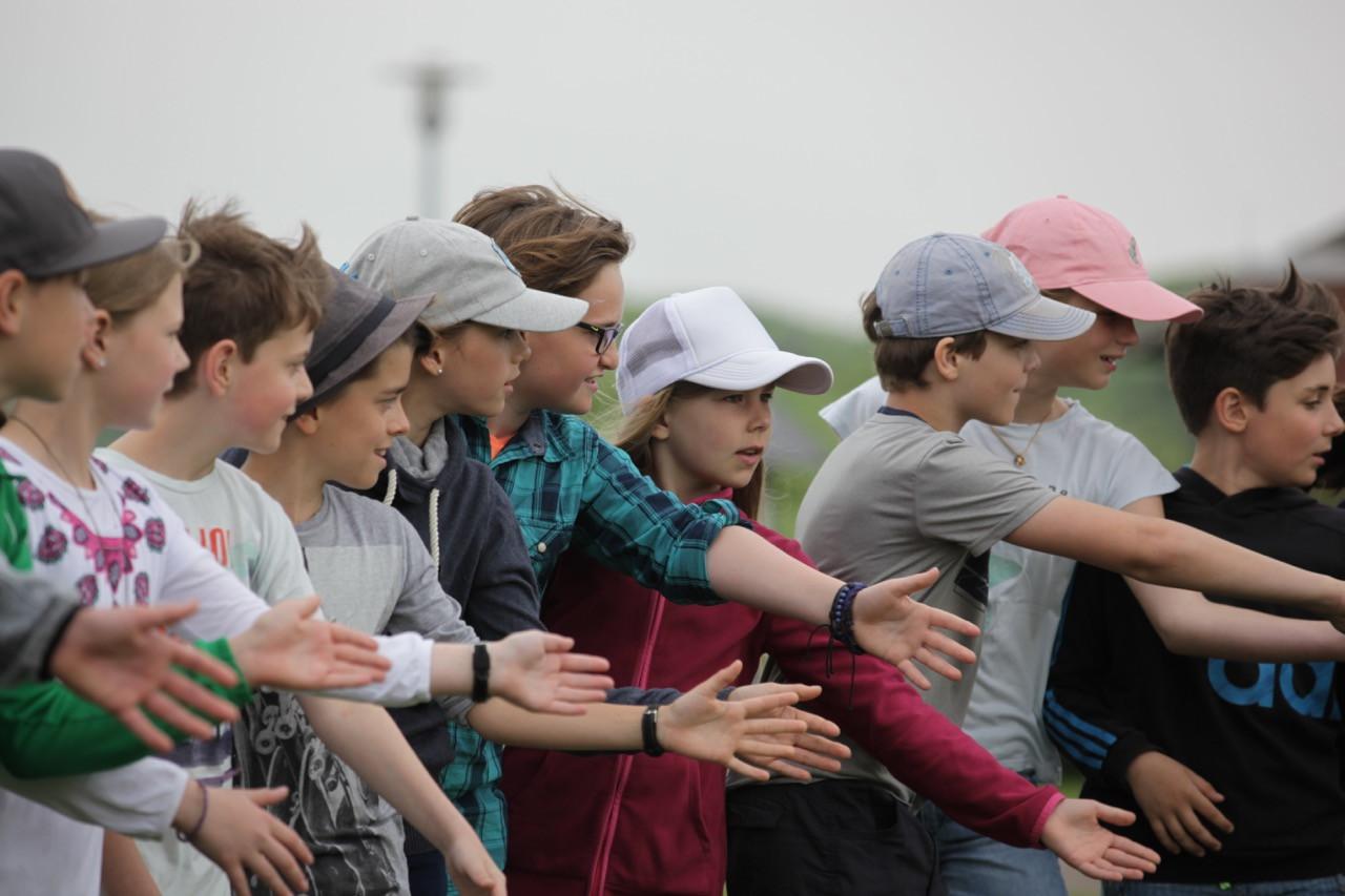 1 Kooperation 2 Spielraum Erlebnispaedagogik Jugendherberge Niebuell.jpg