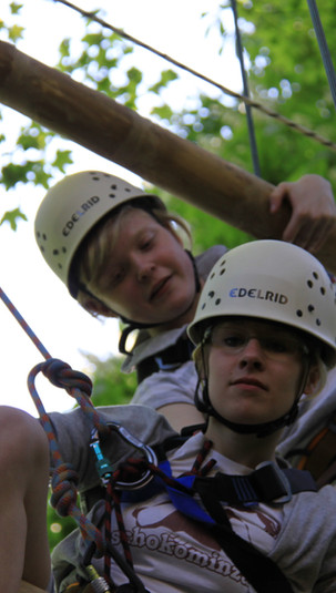 2 Team Klettern 5 Spielraum Erlebnispaedagogik Moelln.jpg
