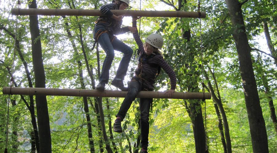 2 Team Klettern 2 Spielraum Erlebnispaedagogik Moelln.JPG