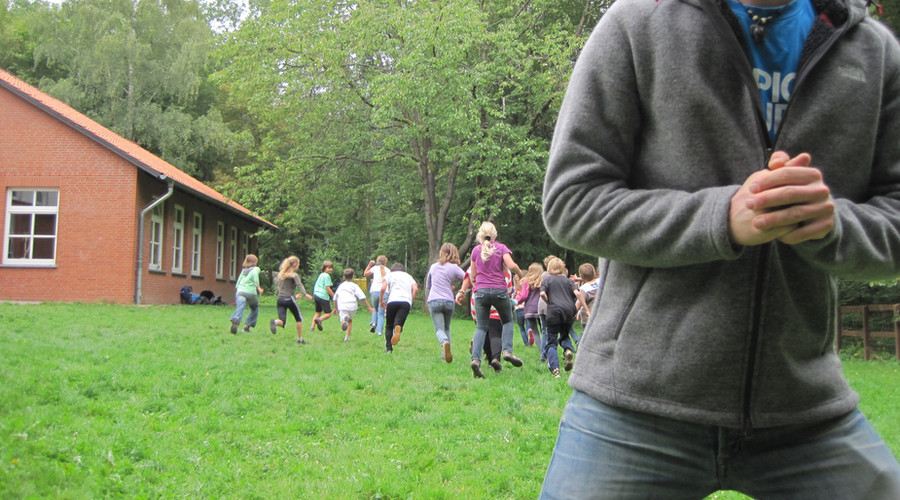 1 Kooperationsuebungen 3 Spielraum Erlebnispaedagogik .JPG