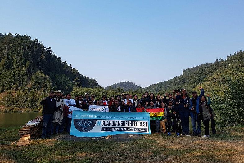 Foto de activistas en guardianes del bosque cumbre