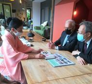 Présentation des calligraphies à Monsieur l'Ambassadeur du Japon en France et au Consul du Japon à Bordeau.jpg