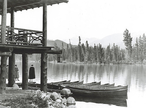 Boathouse_circa_1930_479947_med.jpg