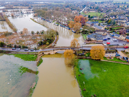 River Thames breaks it's banks