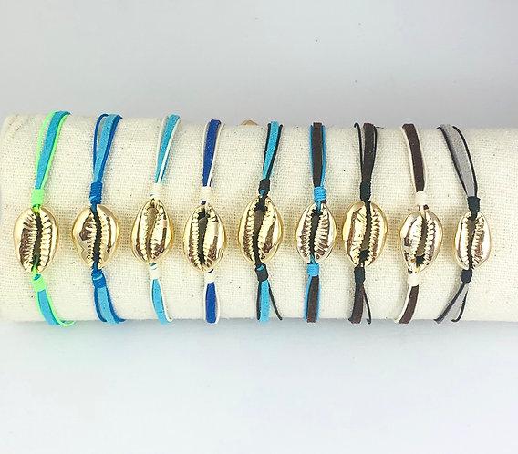 Bracelet Cauri Doré sur Cordon Nubuck Coloré ajustable
